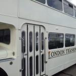 witte klassieke trouwbus (2)
