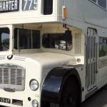 witte klassieke trouwbus (3)