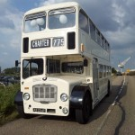 witte klassieke trouwbus (5)