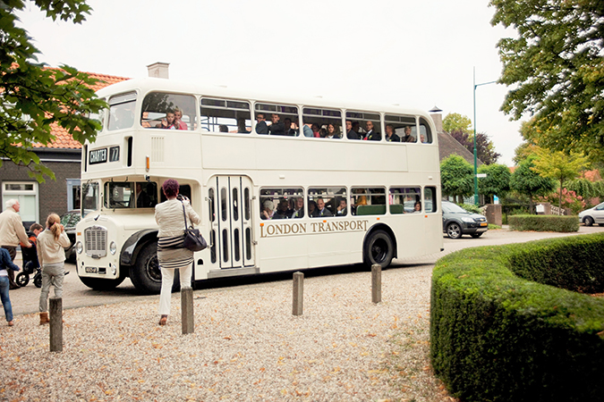 Witte klassieke trouwbus (55 personen)