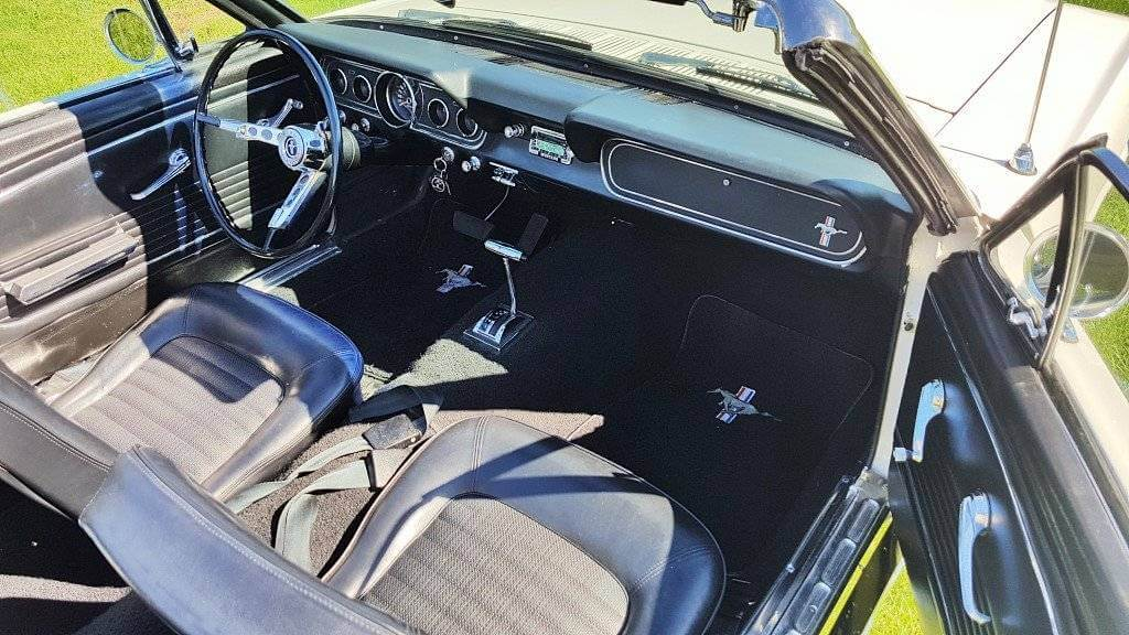 Ford Mustang 1966 - interieur